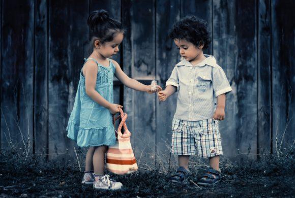 Cum învățăm copiii generozitatea